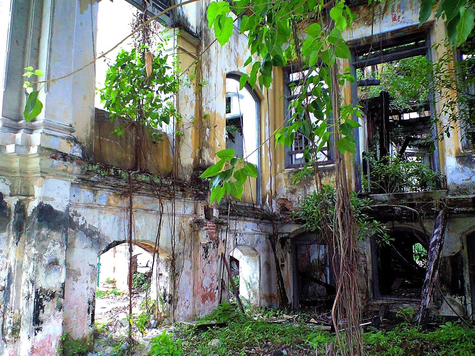 「ジョージタウンの廃墟内」の写真