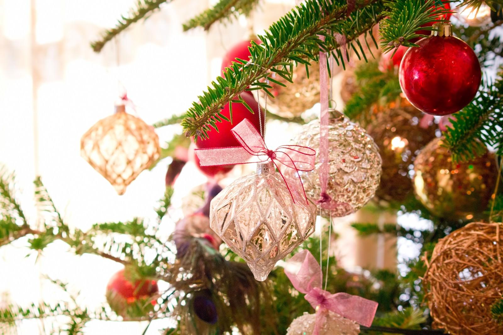 「クリスマスのキラキラした飾り」の写真
