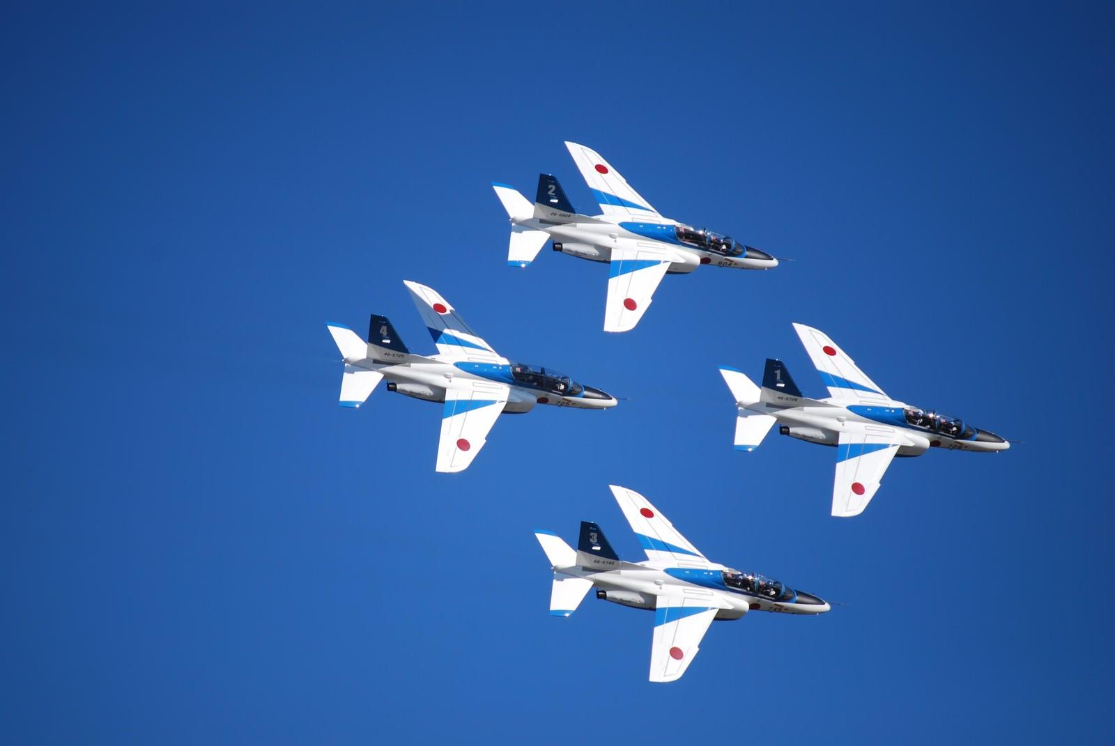 「ブルーインパルス(T-4)トレーニング機」の写真
