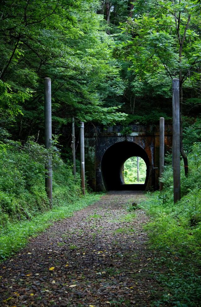 廃線になったトンネルの写真