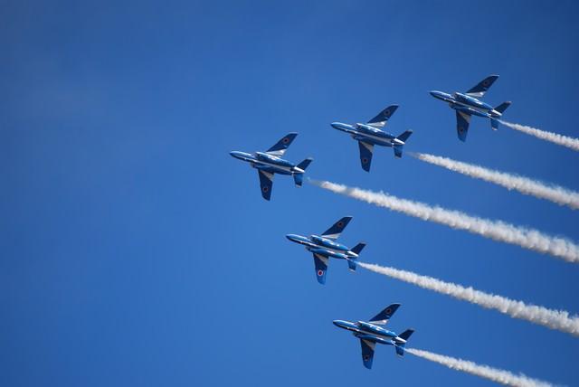 入間航空際のブルーインパルス(T-4)の写真