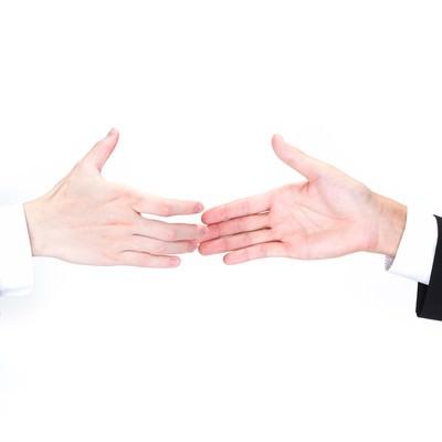 「握手を交わすビジネスマンの手」の写真素材