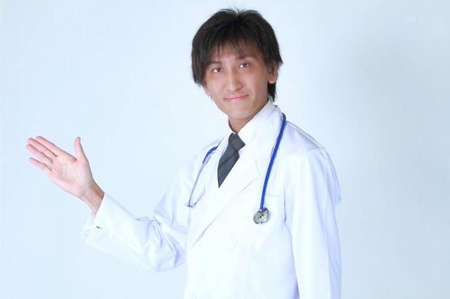 案内するドクターの写真
