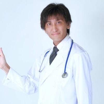 「案内するドクター」の写真素材
