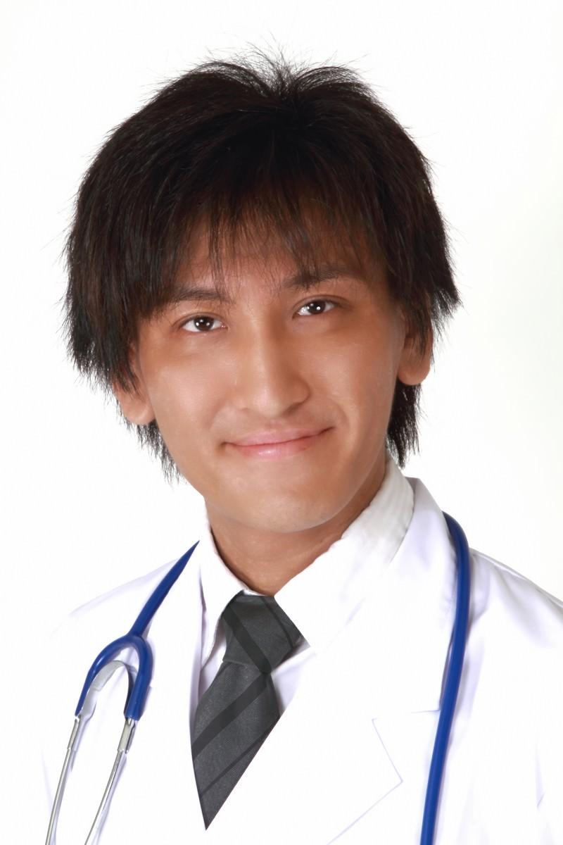 「微笑むドクター」の写真[モデル:ACE]