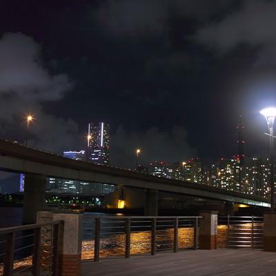 「横浜コットンハーバー地区からの夜景」の写真素材