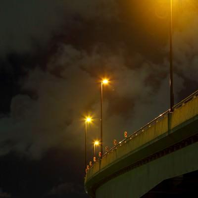「横浜のマリンタワーと専用道路の夜景」の写真素材