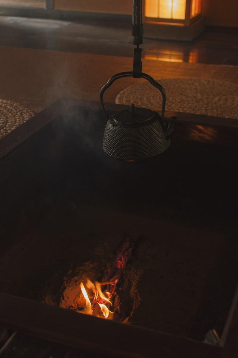 「火の入った暖炉裏」の写真