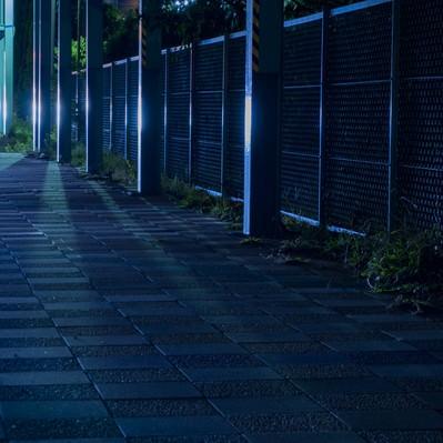 「光の差す無機質な夜道」の写真素材