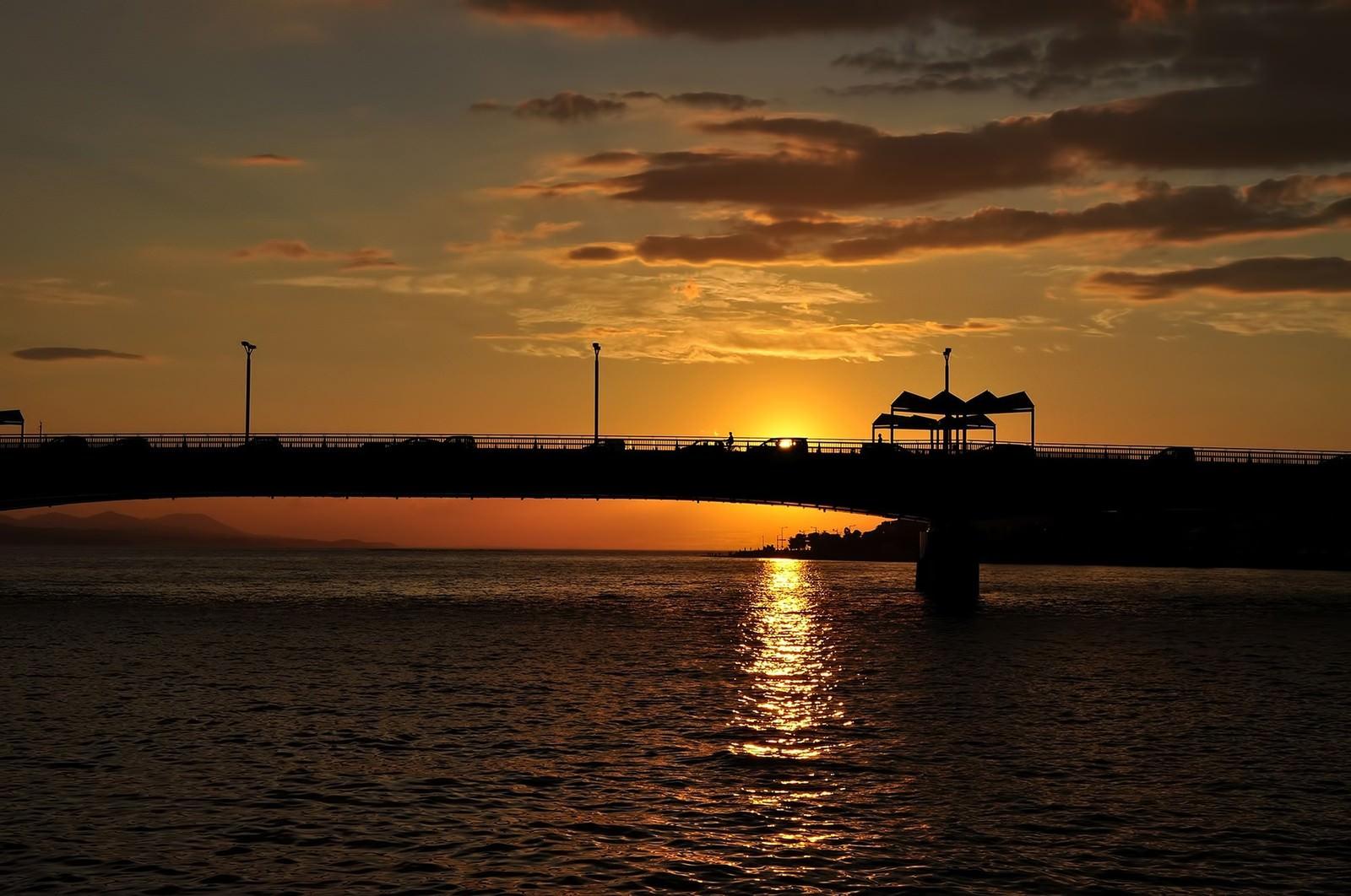 「夕暮れ後の浜辺」の写真