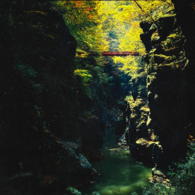 吾妻渓谷の崖の写真