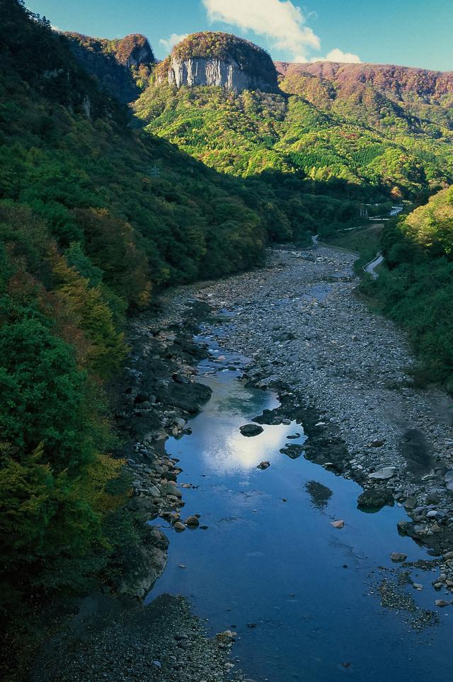 「吾妻川と丸岩」のフリー写真素材