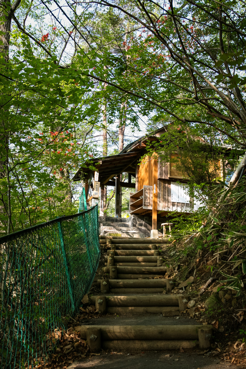 「旧川原湯温泉「聖天様露天風呂」前」の写真