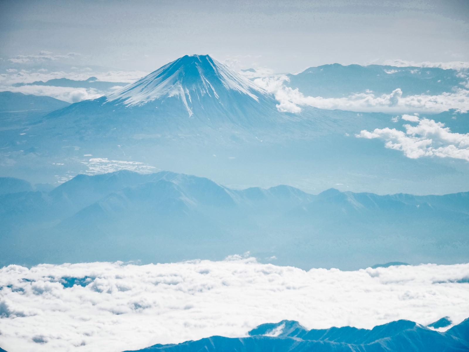 「霞む名峰(富士山)」の写真