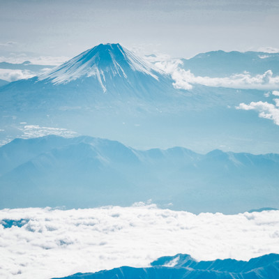 霞む名峰(富士山)の写真