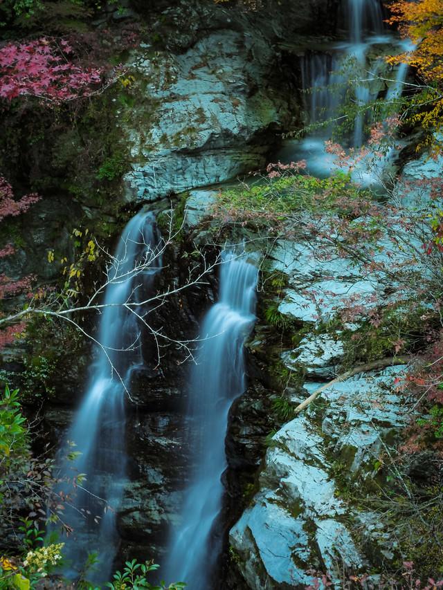 凛とした雰囲気の安居渓谷(見返りの滝)の写真
