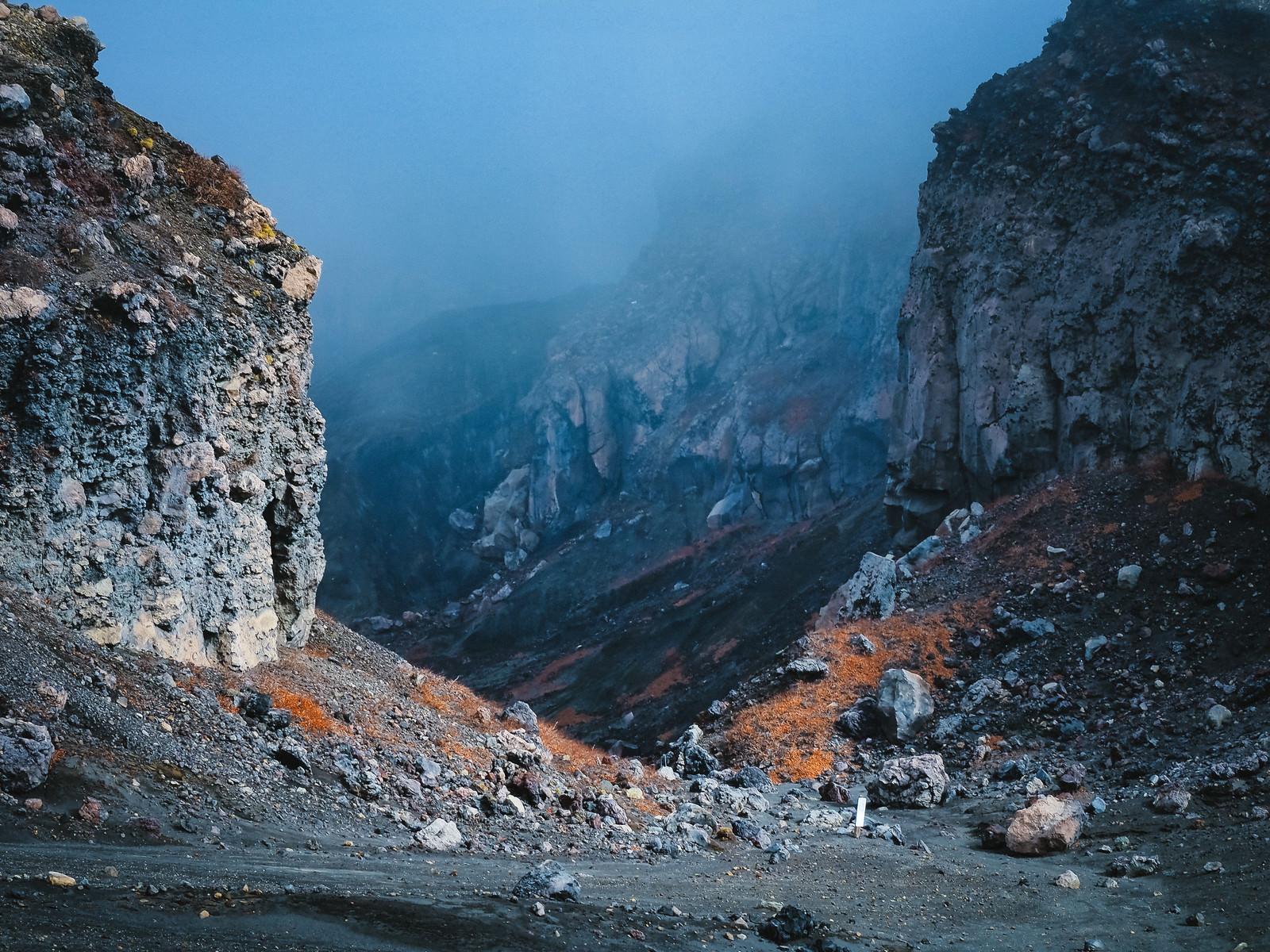 「砂千里ヶ浜から望む阿蘇火口」の写真