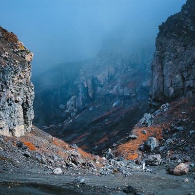 砂千里ヶ浜から望む阿蘇火口の写真