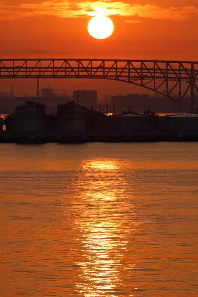 大阪港の朝日の写真
