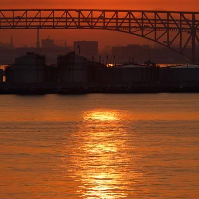 「大阪港の朝日」の写真素材