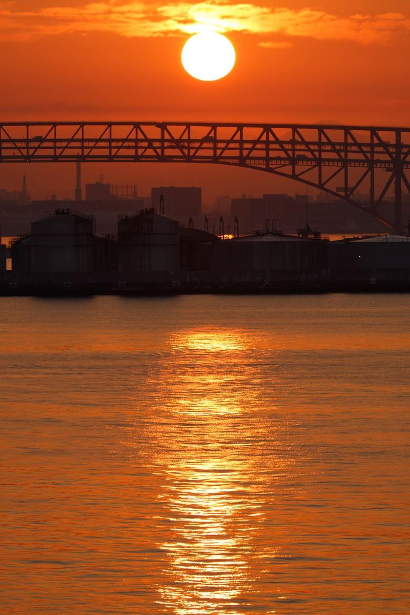「大阪港の朝日」の写真