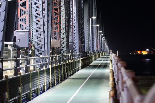 静謐な橋の写真