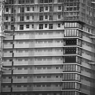 「建設中の高層マンション」の写真素材