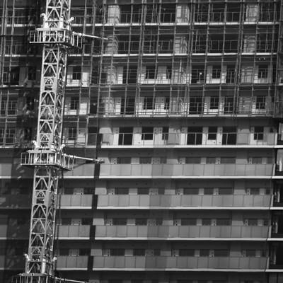 「足場が組まれた高層階」の写真素材