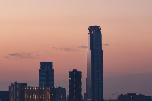 朝日を浴びるWTCタワーの写真