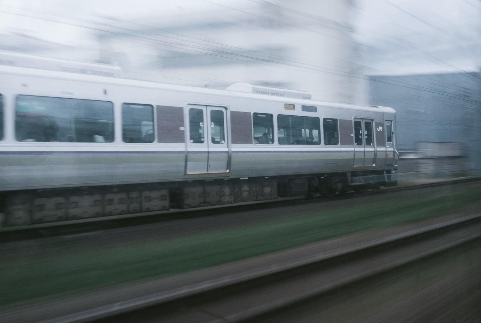 「走行中の電車」の写真