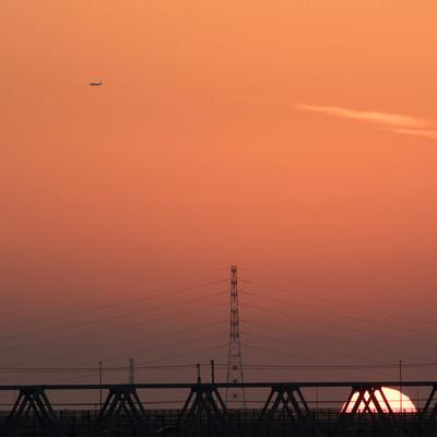 「暮れなずむ夕日」の写真素材