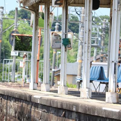 「ローカル線ホームの爽夏」の写真素材