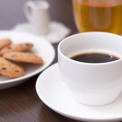 「午後のティータイム。コーヒーとクッキー」の写真素材