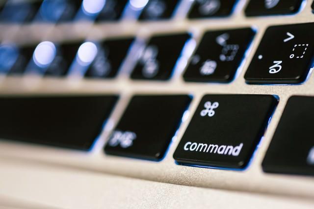 ノートパソコンのコマンドボタンの写真