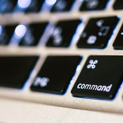 「ノートパソコンのコマンドボタン」の写真素材