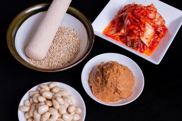 ゴマ・味噌・豆・キムチの写真