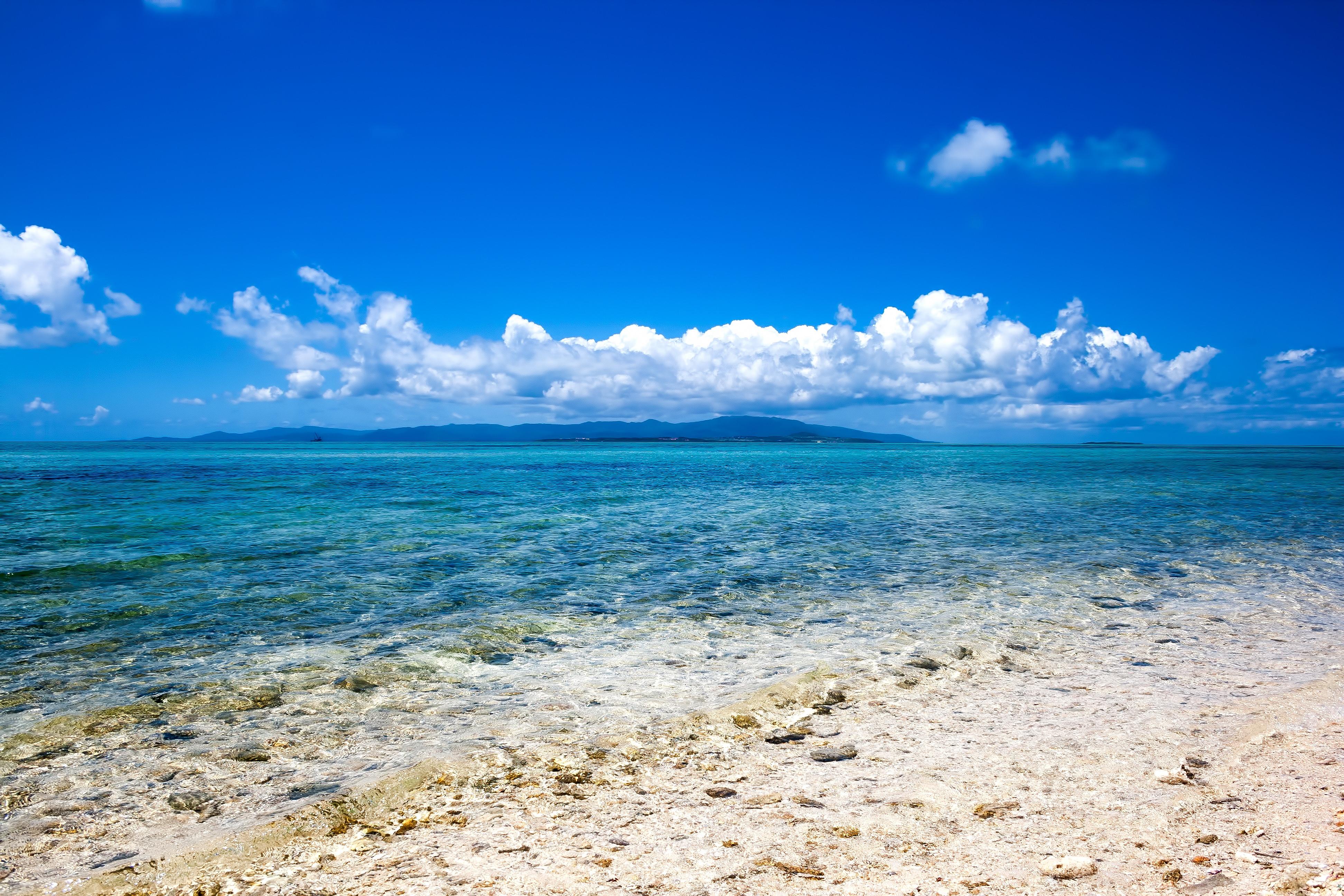 南国の透き通る海の写真 画像 フリー素材 ぱくたそ