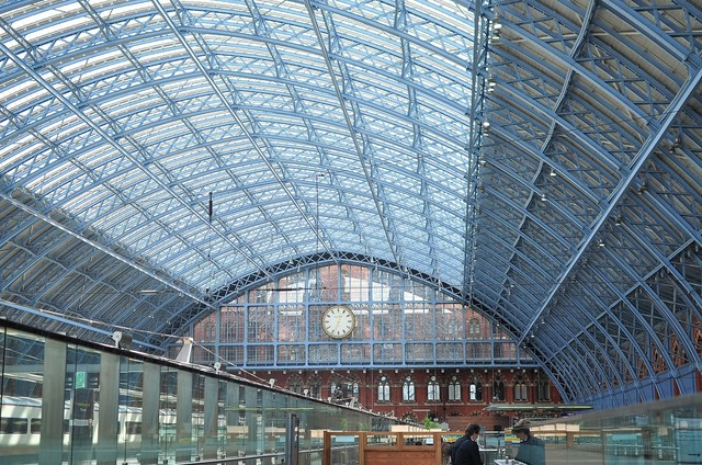 ロンドンのウォータールー駅の鉄骨の写真