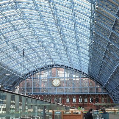 「ロンドンのウォータールー駅の鉄骨」の写真素材