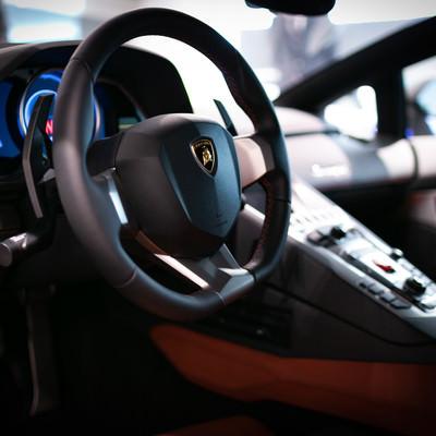 ランボルギーニ・アヴェンタドール運転席の写真