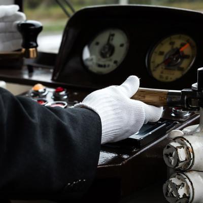 電車の運転手の手元の写真