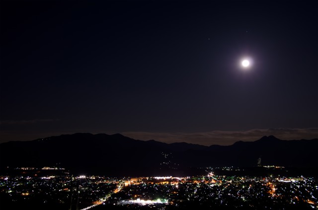 月は見下ろすの写真