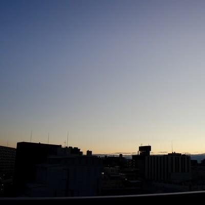 「目覚め前(日が昇る)」の写真素材