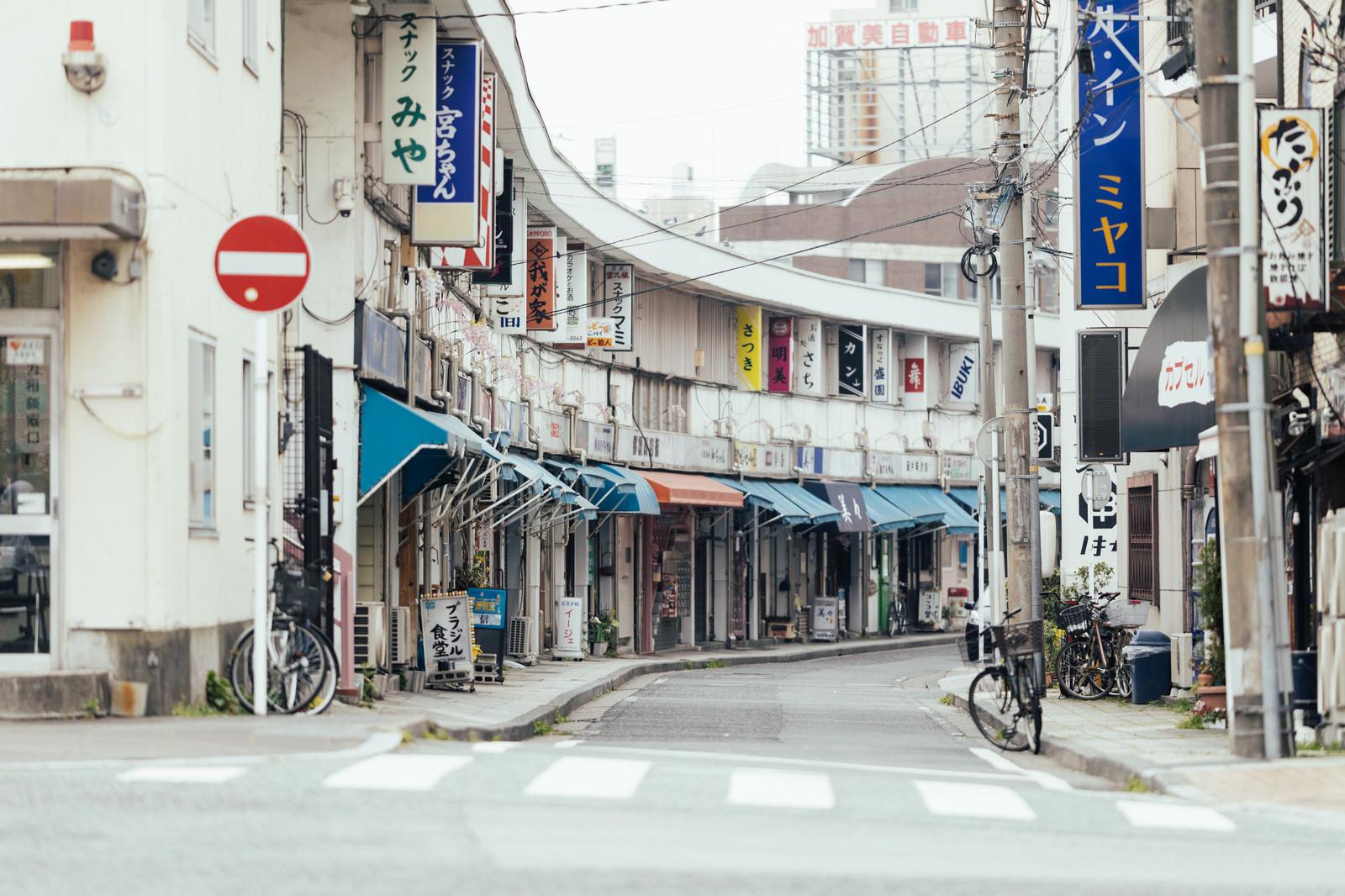 「昼の都橋商店街」の写真