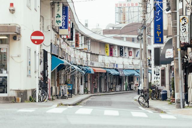 昼の都橋商店街の写真