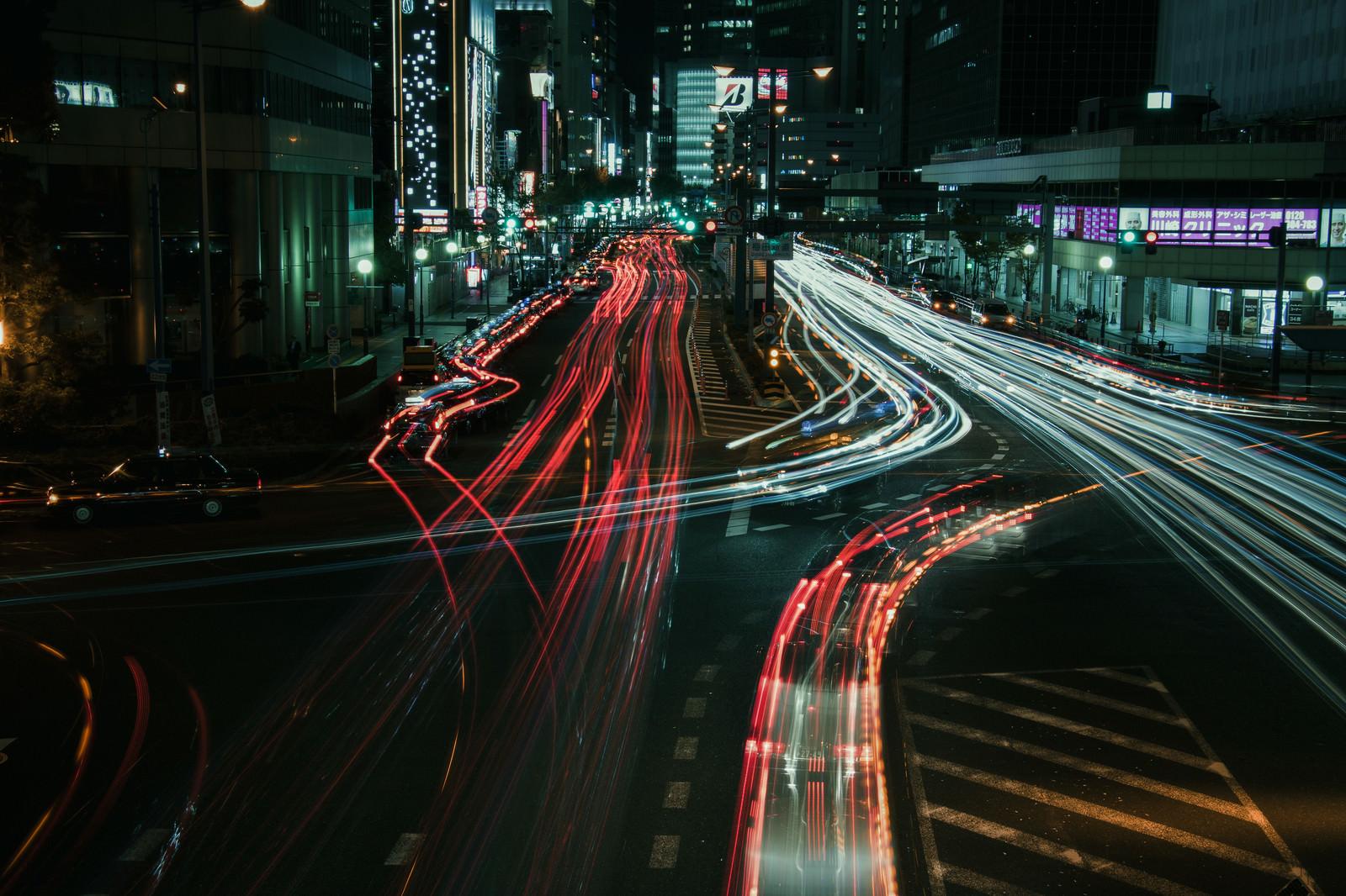 「大阪キタの夜の光跡」の写真