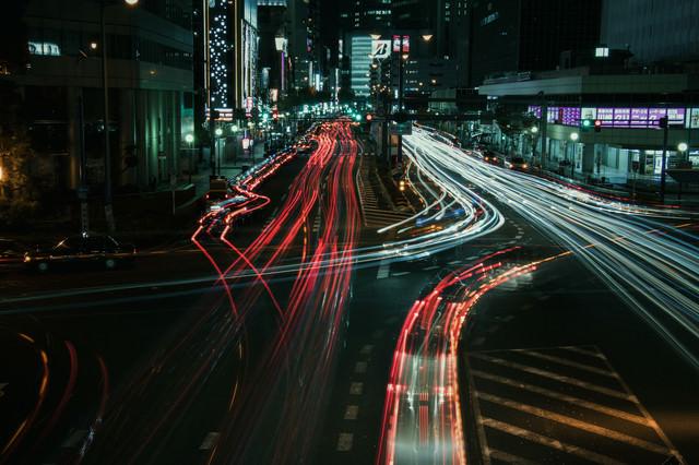 大阪キタの夜の光跡の写真