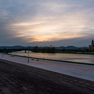 「旭川の夕暮れ」の写真素材