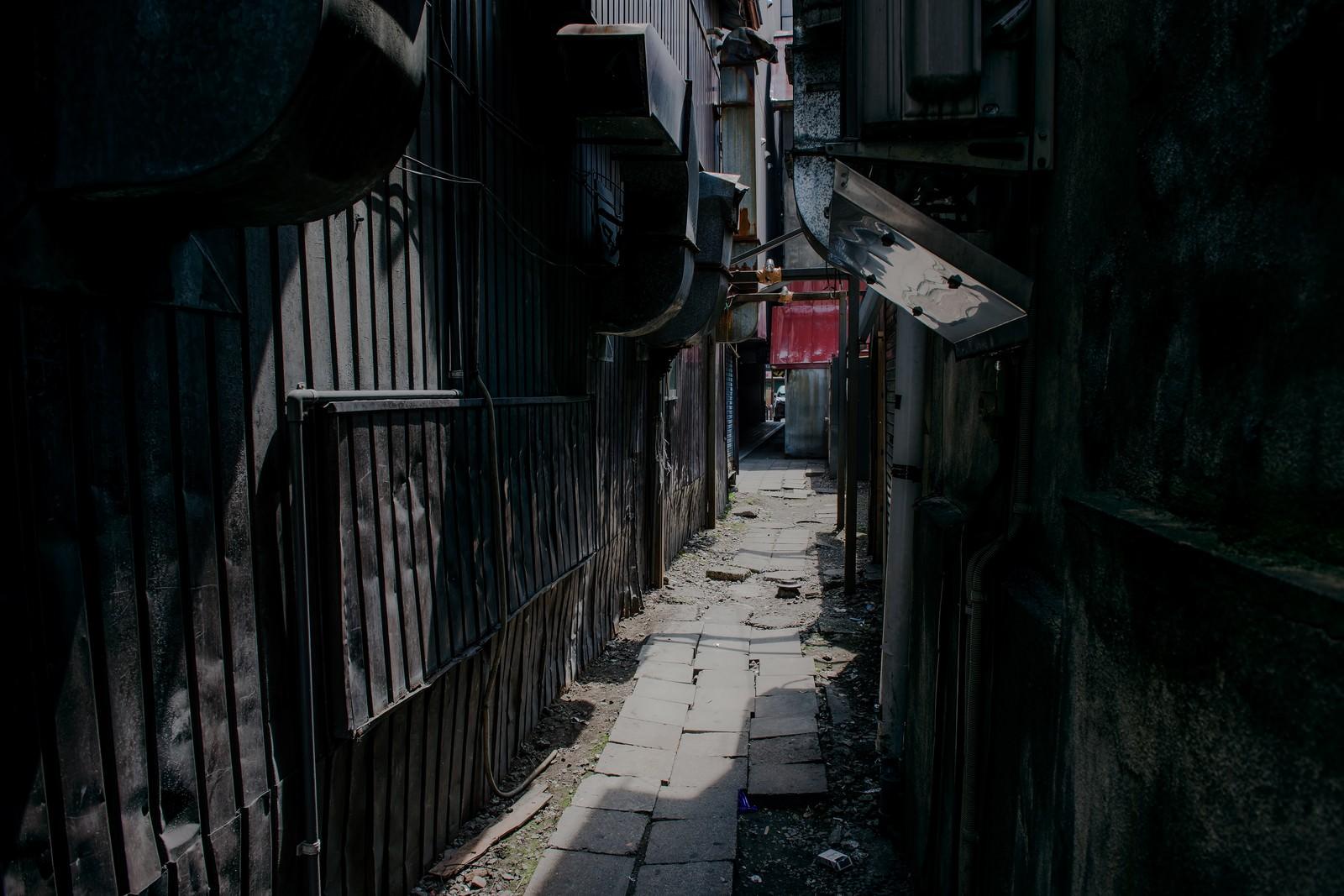 「不気味な路地裏」の写真