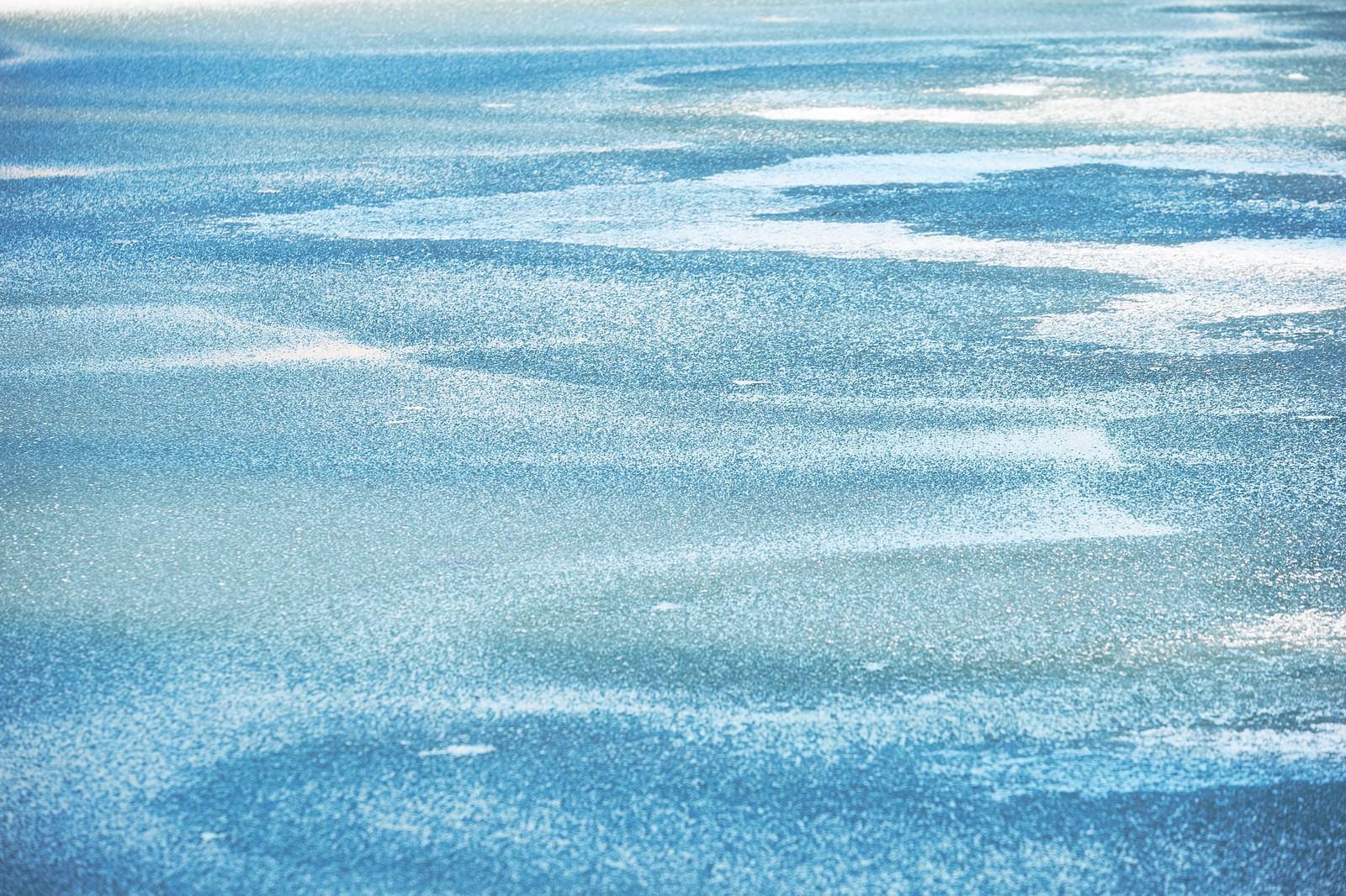 「凍った水面」の写真